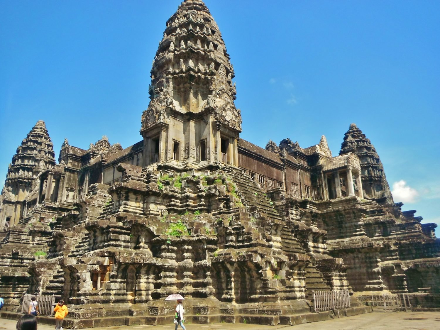 Hiring bikes to explore angkor wat cambodia for Wat architecture