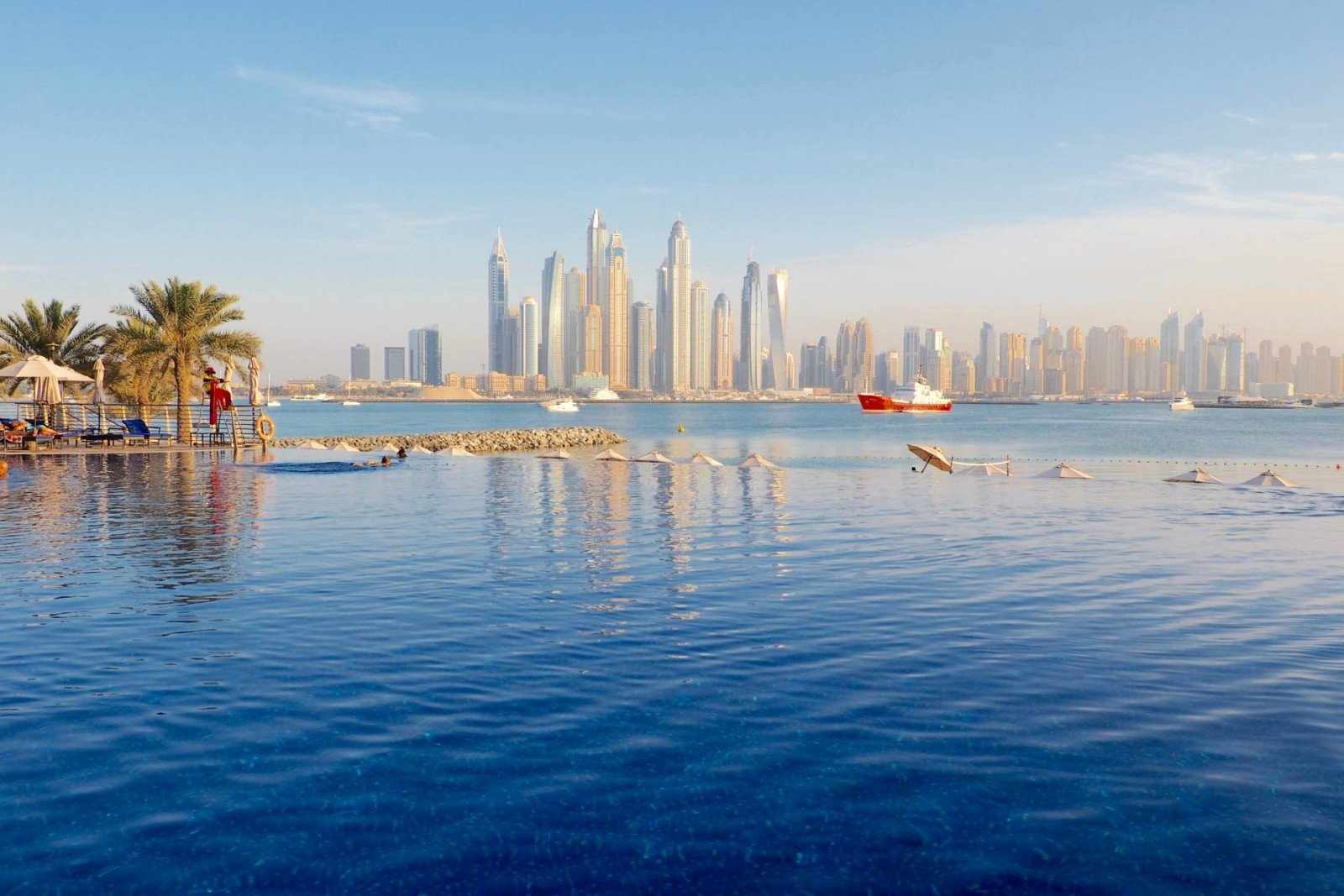 Brunch on the palm in Dubai: Oceana infinity pool