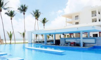 RIU hotel Sri Lanka review - swimming pool with swim up bar