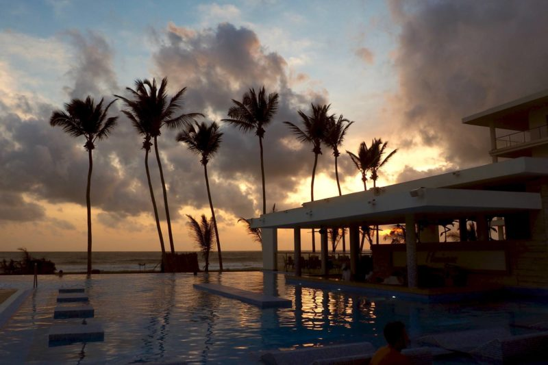 RIU hotel Sri Lanka review - swimming pool sunse