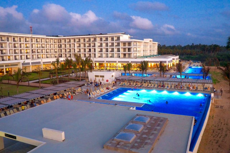 RIU hotel Sri Lanka review - swimming pool