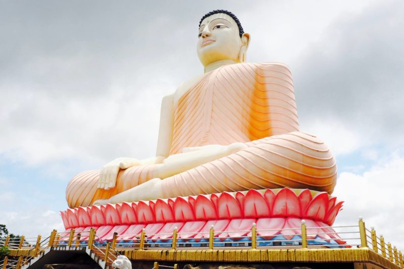 things to see and do in Ahungalla Sri Lanka: visit a temple