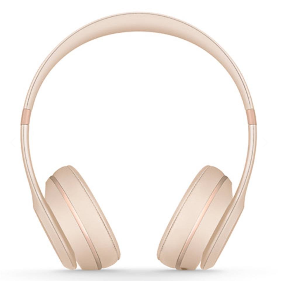 Best headphones to buy for female travellers