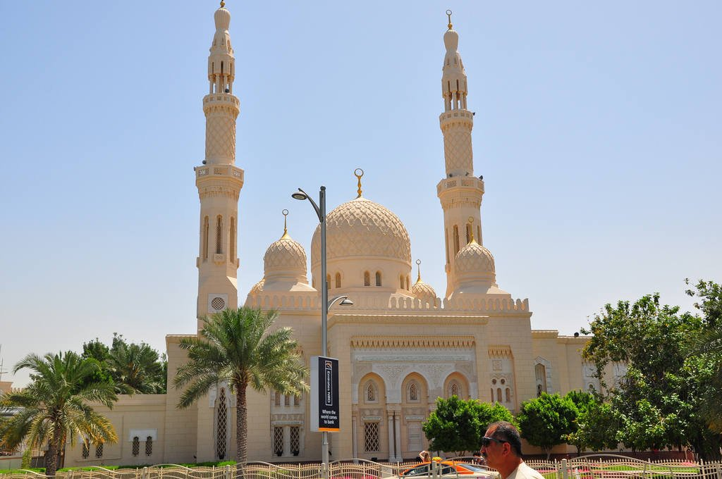 Jumeirah Mosque - cultural places to go in Dubai