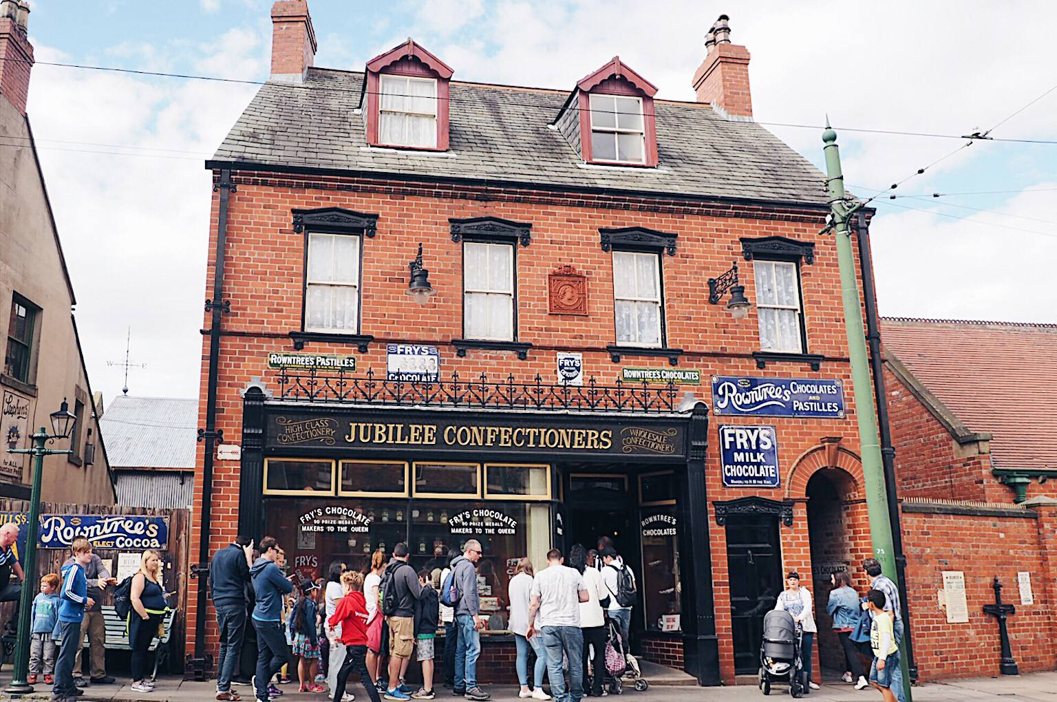Jubilee Confectioners: Old fashioned sweet shop at Beamish