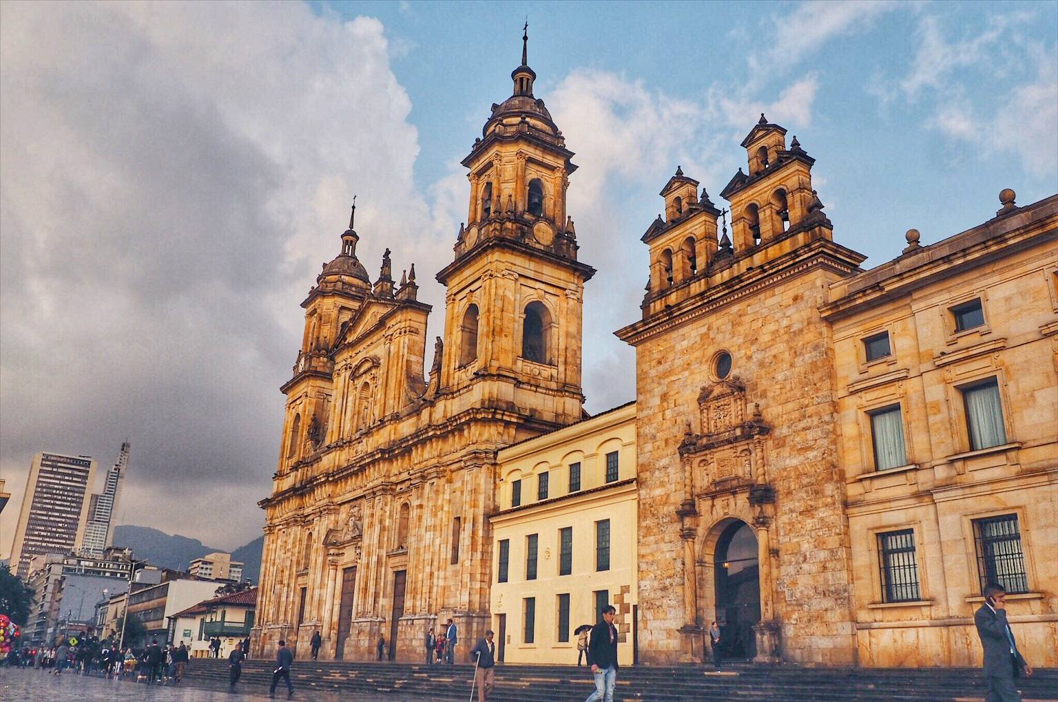 cheap safe things to do in bogotá colombia while i m young