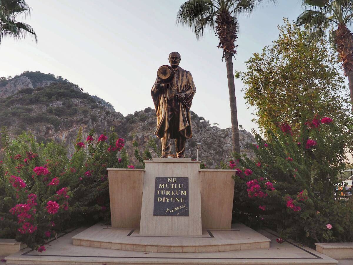 Things to do in Dalyan: see the statue